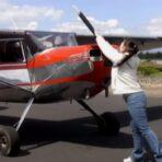 Flugmotoren von Hand anwerfen ist nicht ganz ohne!